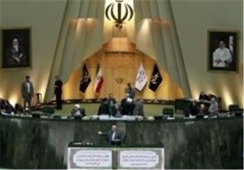 عضو بالهیئة الرئاسیة بمجلس الشوری الاسلامی یفند مزاعم قائلة بوقوع اشتباک بین النواب