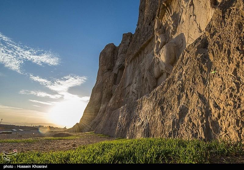 نقش رجب ونقش رستم؛ نحت عریق وفی غایة الروعة على الصخور الصلدة فی جبال محافظة فارس+ صور