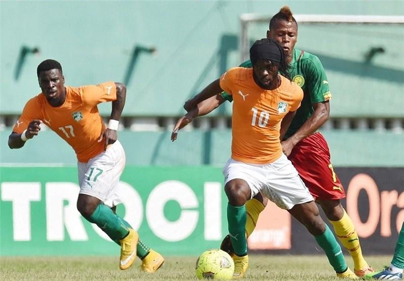 هجوم هواداران به زمین در بازی ساحل عاج و کامرون