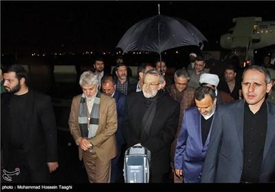 علی لاریجانی رئیس مجلس شورای اسلامی هنگام ورود به فرودگاه مشهد