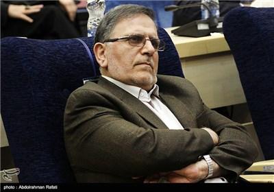 ولی الله سیف رئیس کل بانک مرکزی در دومین همایش بینالمللی فرصتهای سرمایهگذاری استان همدان