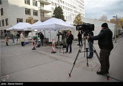 فعالیت خبرنگاران در سومین روز مذاکرات ایران و کشورهای 1+5 - وین
