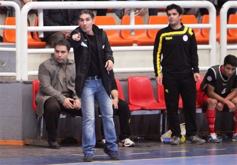 سرمربی آتلیه طهران: تیم هیئت قم بازیکن از ما بخواهد در اختیارشان میگذاریم