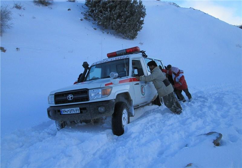 61 خودروی گرفتار در برف و کولاک در جادههای استان سمنان امدادرسانی شد