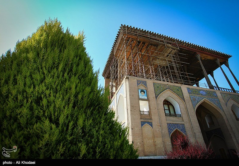 وضعیت بلاتکلیف مرمت عالی قاپور - اصفهان