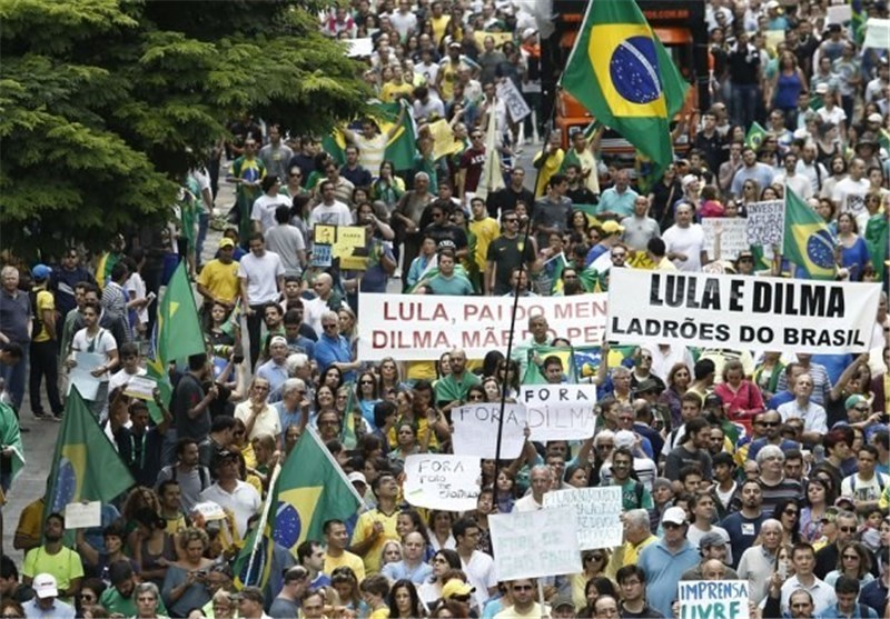Brazil Government Backers Take to Streets ahead of Sunday Protests