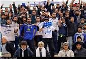 هجوم هواداران ملوان به زاهدیفرد در اعتراض به پنالتی دقایق پایانی
