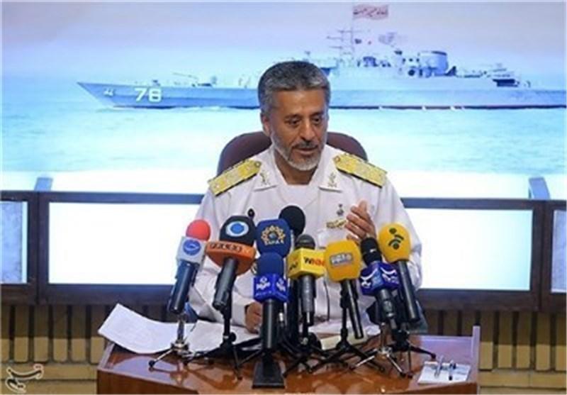 الأمیرال سیاری یعلن نشر منظومات صاروخیة على السواحل الإیرانیة