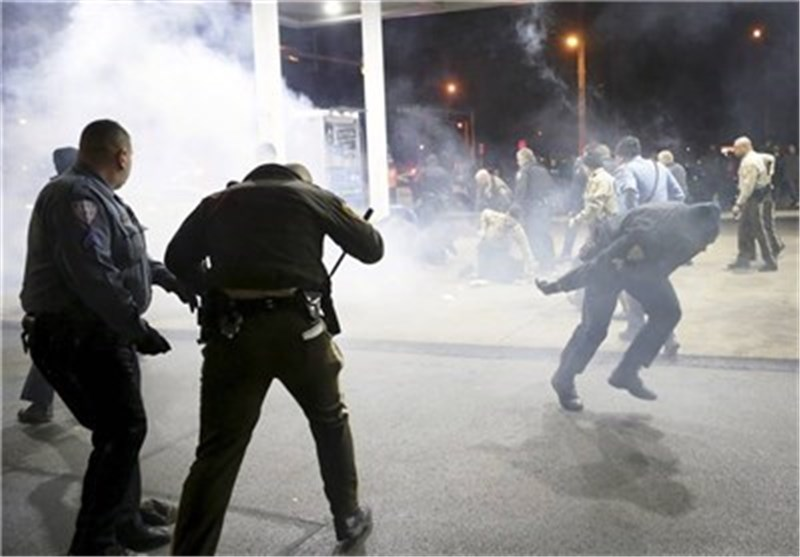 Montreal Police Disperse Hundreds of Protesters with Tear Gas, Stun Grenades