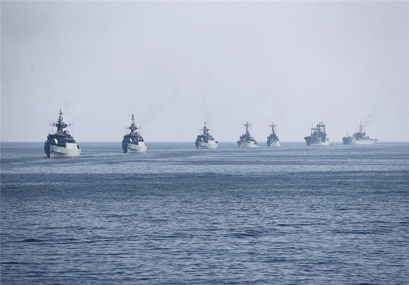 السفن الحربیة للجیش الإیرانی تستعرض فی میاه الخلیج الفارسی وبحر قزوین