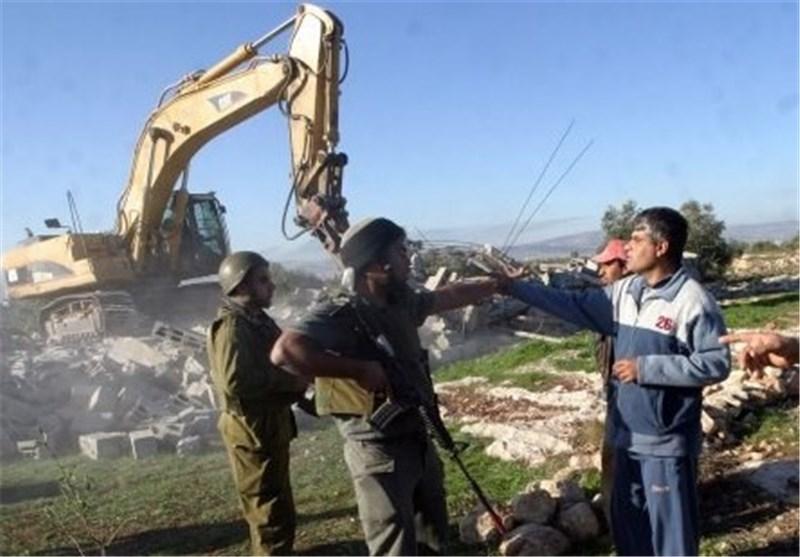 الکیان الصهیونی یهدم 700 منشاة فی الضفة الغربیة خلال الـ عام 2014 ویخطر بهدم 800 اخرى