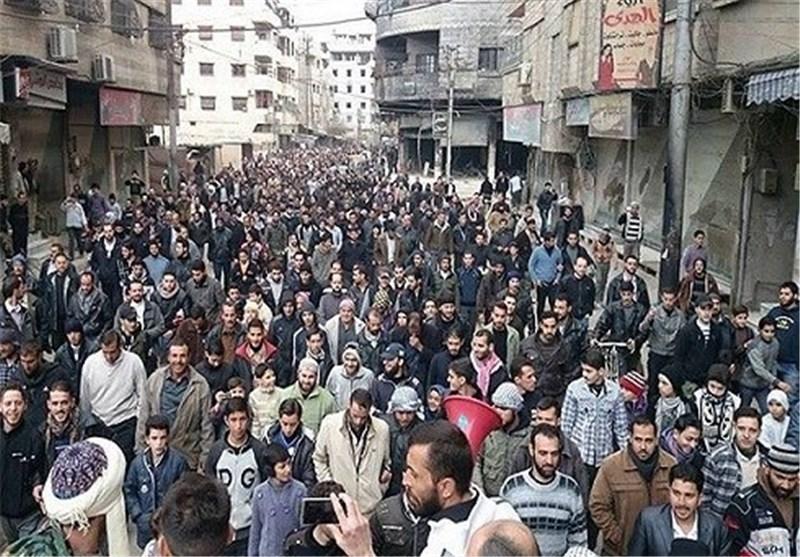 """""""نصرة المظلوم"""" تظاهرات ضد المجموعات المسلحة تجوب ریف العاصمة السوریة+ صورة"""