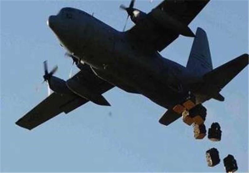 طائرة امریکیة تلقی اسلحة ومعدات عسکریة لداعش فی العراق