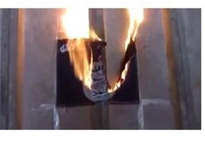 "عراقی مسن یقتل عنصرا من ""داعش"" ویحرق رایة التنظیم"