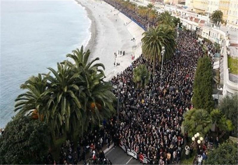 """700 الف فرنسی یقضون لیلتهم فی الشوارع استعدادا لمسیرتهم المناهضة لـ""""الإرهاب"""""""