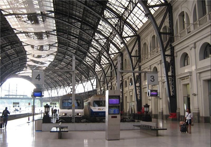 Bomb Threat at Paris Station as France Arrests 12 in Anti-Terror Raid