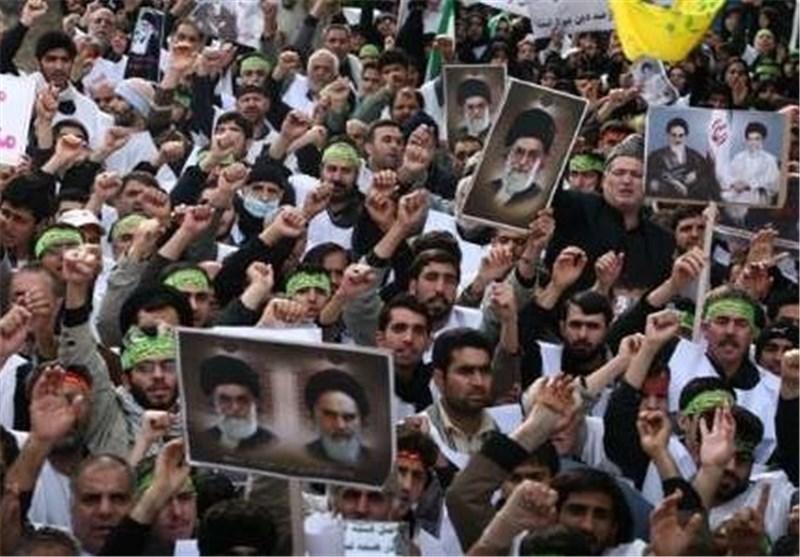 المصلون فی طهران یشجبون الاساءة للرسول الاکرم (ص)