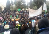 آلاف الفلسطینیین فی مسیرة بالمسجد الأقصی نصرة للنبی الاکرم (ص) : الاساءة للرسول خط احمر