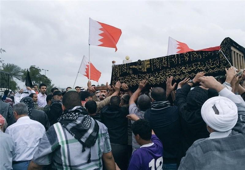 قوات امن النظام الخلیفی تقمع مراسم تشییع جثمان شهید بحرینی + صور