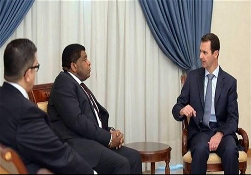 الرئیس الأسد :الدولة السوریة متمسکة بإیجاد حل للأزمة عن طریق الحوار+ صورة