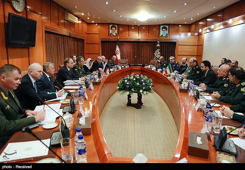Iranian, Russian Defense Ministers Meet in Tehran