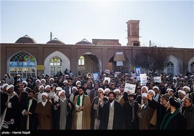 تجمع طلبة العلوم الدینیة فی محافظة یزد احتجاجا علی الاساءة لنبی الرحمة (ص)