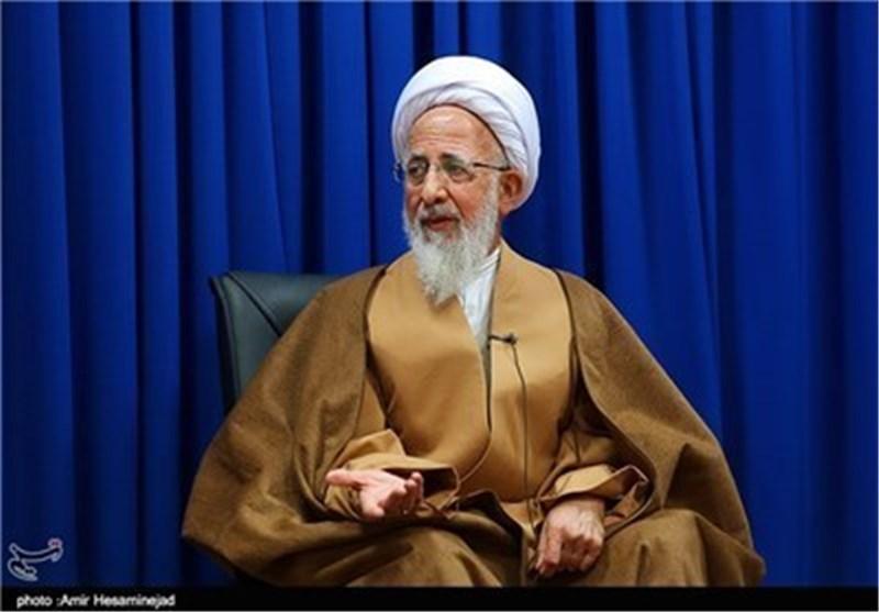 المرجع الدینی جوادی آملی یستقبل أعضاء هیئة تحریر شهریة عصر الفکر