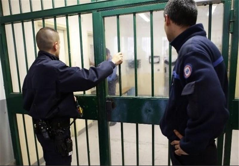 صحیفة بریطانیة : السجون الفرنسیة تحولت إلى مراکز لنشر الفکر المتطرف