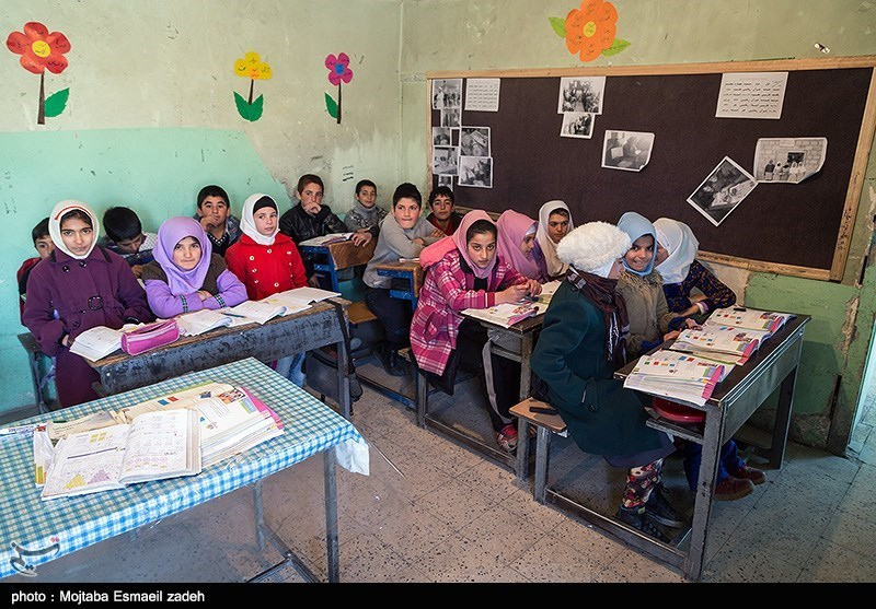 «پویش همشاگردی» و تهیه لوازمالتحریر برای دانش آموزان بیبضاعت