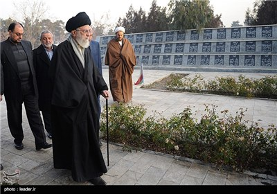 Supreme Leader Pays Tribute to Late Imam Khomeini