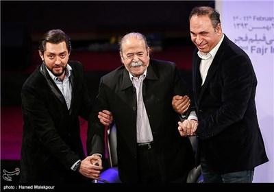بزرگداشت محمدعلی کشاورز در مراسم افتتاحیه سی و سومین جشنواره بینالمللی فیلم فجر