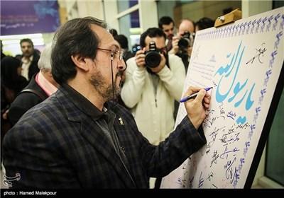 امضای بیانیه محکوم کردن اهانت به پیامبر اکرم(ص) توسط علیرضا رضاداد دبیر سی و سومین جشنواره بینالمللی فیلم فجر