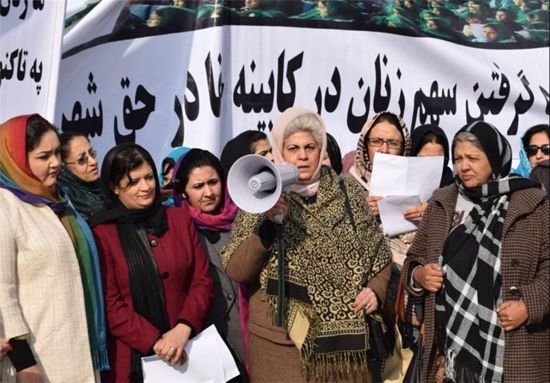تظاهرات فعالان حقوق زن علیه عدم حضور زنان در کابینه افغانستان + تصاویر