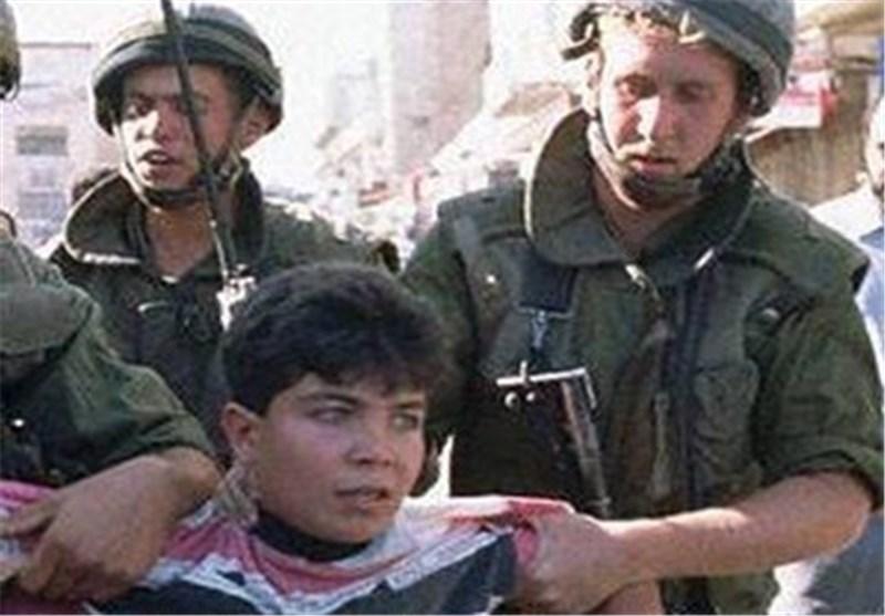 کیان الارهاب الصهیونی یعتقل طفلا فلسطینیا قرب الحرم الابراهیمی بالخلیل