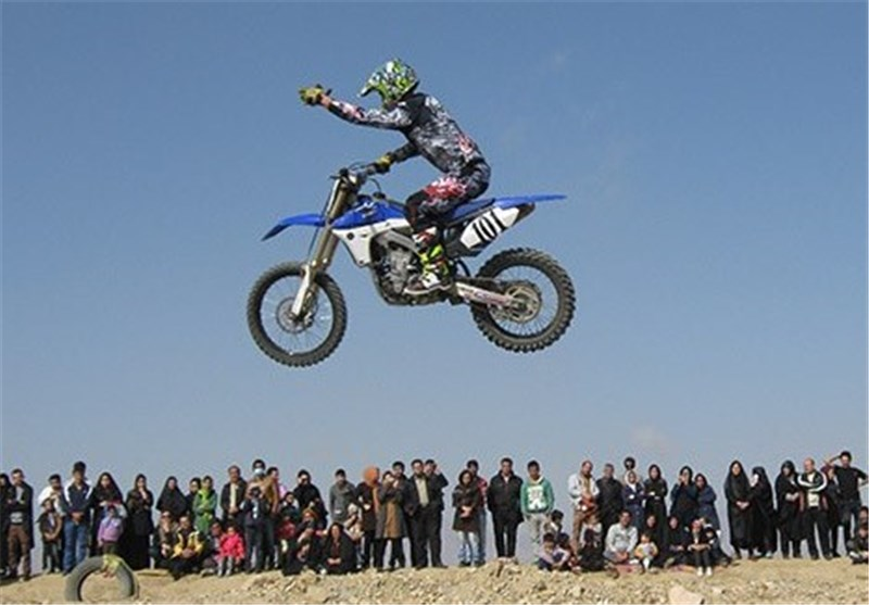 نخستین مسابقات سراسری موتور کراس در تاکستان برگزار شد
