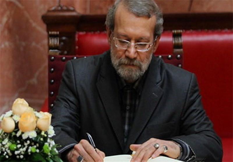 لاریجانی قانون حمایت از آمران به معروف را به روحانی ابلاغ کرد