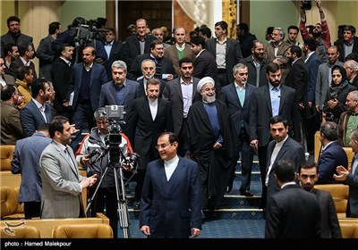 حجتالاسلام حسن روحانی رئیس جمهور هنگام ورود به مراسم بزرگداشت روز فناوری فضایی