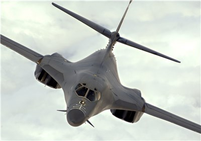 US planes buzz Poland