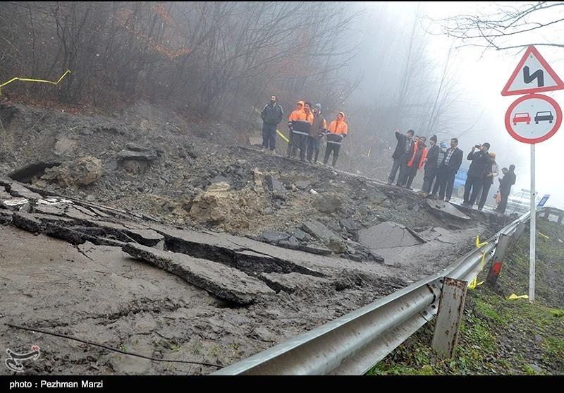 ریزش کوه و دانش زمین در جاده جواهر ده - مازندران