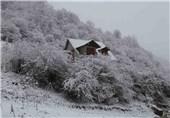 """بارش برف در ارتفاعات ییلاقی """"مریان"""" و """"آق اولر"""" شهرستان تالش"""