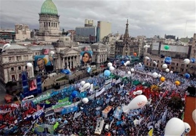 300k March in Buenos Aires in Support of Kirchner