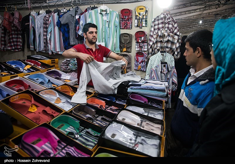 Iranians busy with end-of-the-year shopping - IN PHOTOS