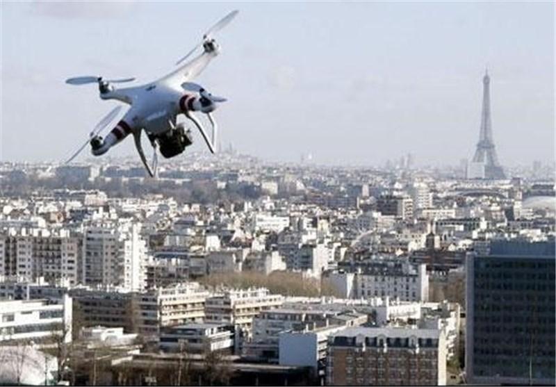طائرة بدون طیار تحلق فوق موقع عسکری قرب باریس