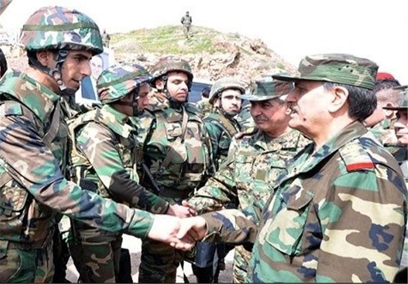 وزیر الدفاع السوری یتفقد وحدات الجیش المقاتلة + صور