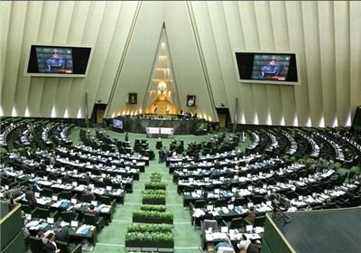 فراکسیون مناطق ترکنشین با حضور100 نماینده تشکیل شد و 25 نماینده عضو شورای مرکزی آن هستند