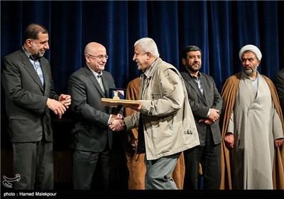 تقدیر از گلعلی بابایی در همایش تجلیل از جهادگران عرصه فرهنگ ، هنر و رسانه