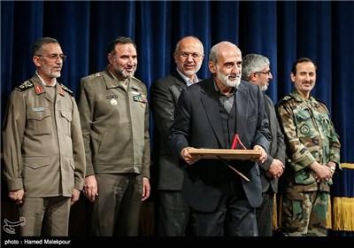 تقدیر از حسین شریعتمداری مدیر مسئول روزنامه کیهان در همایش تجلیل از جهادگران عرصه فرهنگ ، هنر و رسانه