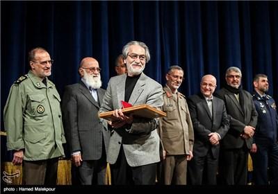 تقدیر از مجید انتظامی در همایش تجلیل از جهادگران عرصه فرهنگ ، هنر و رسانه