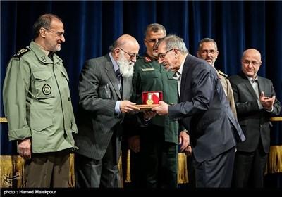 تقدیر از علی موسوی گرمارودی در همایش تجلیل از جهادگران عرصه فرهنگ ، هنر و رسانه