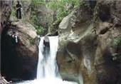 آبشار اکاپل چالوس با چشم اندازی بکر در انتظار گردشگران+تصاویر